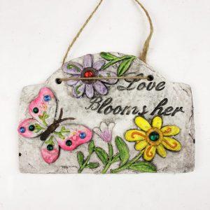"""18cm Garden Plaque with Jewels """"Love Blooms Here"""""""